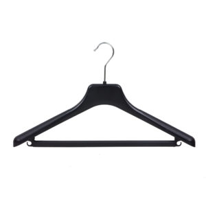 Black plastic suit hanger with bar and hooks JK44 402-118